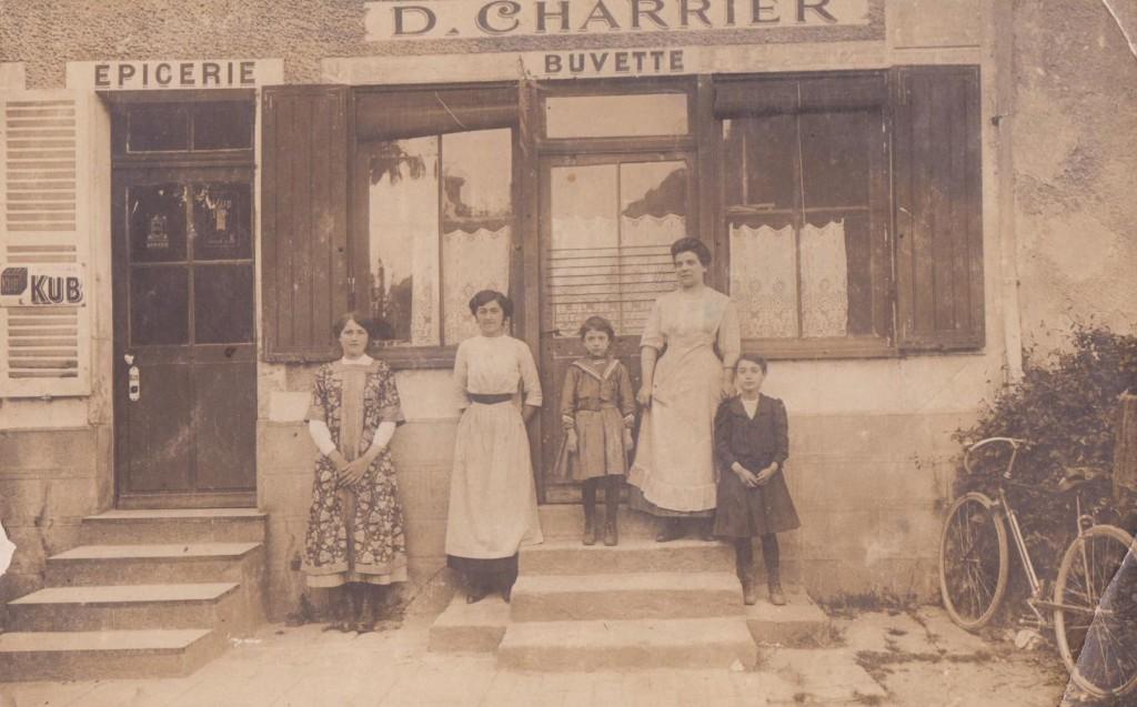 Famille Charrier, Machault, épicerie